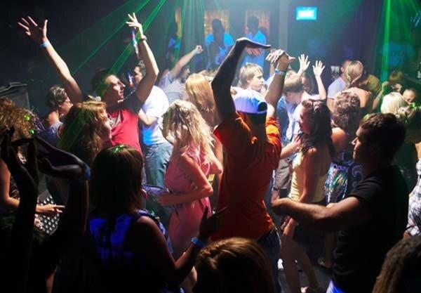 Как развлекаются в женских клубах фото 522-725