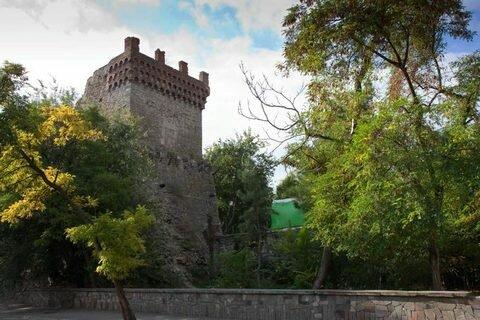 Башня Константина и турецкий бастион Достопримечательности Феодосии и окрестностей.